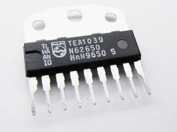TEA1039 switching controller