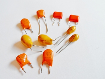 Tantal capacitor 10 uF 25 volts