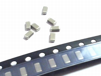 SMD ceramic capacitors 1206 - 820pF
