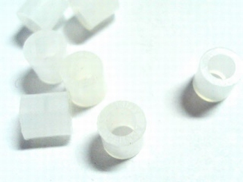Plastic distance holder 7.5mm white