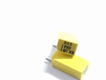 Styroflex condensator 845pF radiaal