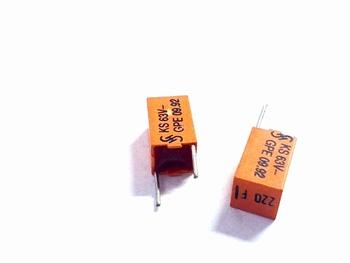 Styroflex condensator 220pF radiaal
