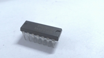 74HCT04 Hex Invertor 14pin DIP