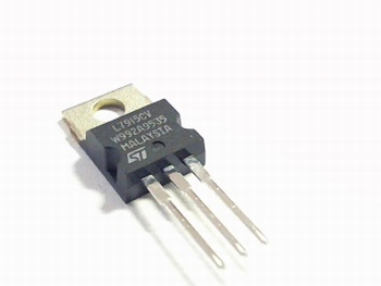 Voltage regulator 7915